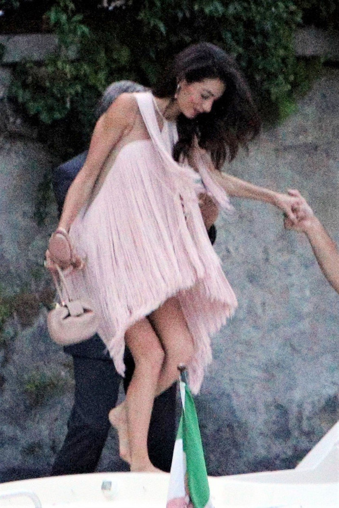 Amal Kluni oduševila modne kritičare
