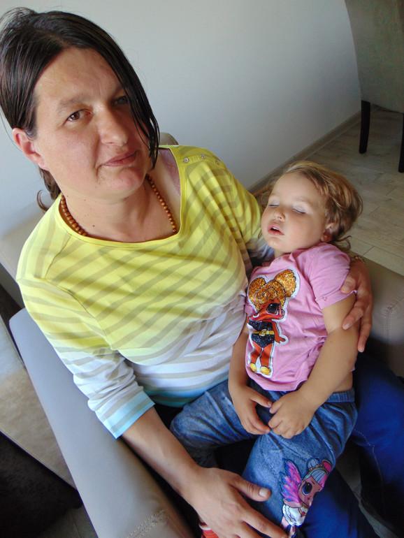 Majka dece Bojana Miladinović sa malom Ksenijom