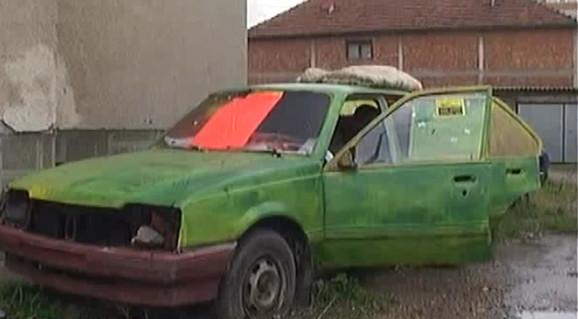 U ovom autu Marko je živeo osam godina