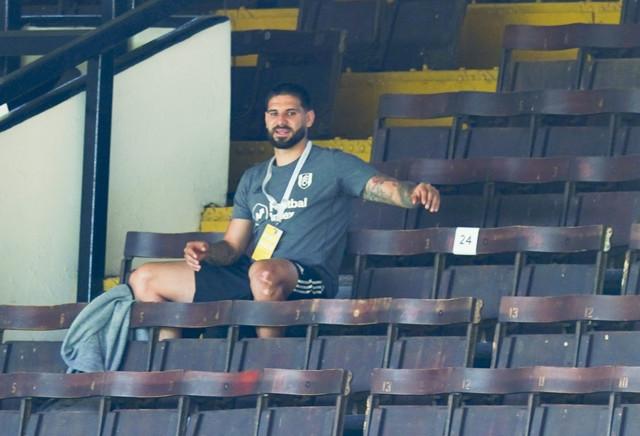 Aleksandar Mitrović na tribinama tokom meča polufinala