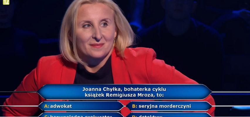"""""""Milionerzy"""": padło pytanie o Joannę Chyłkę. Uczestniczka nie miała pojęcia, kim jest bohaterka książek Mroza!"""
