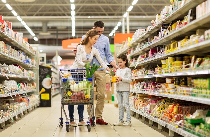 Z danych GUS wynika, że od 2011 roku przeciętne miesięczne wydatki na jedną osobę w gospodarstwie domowym wzrosły z 991 zł do prawie 1232 zł