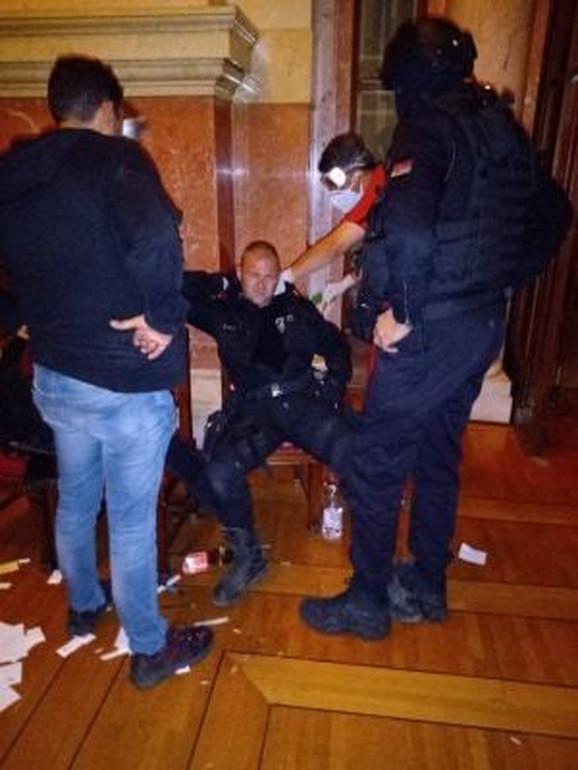 Povređeni policajci