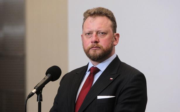 Hospitalizowanych jest 121 osób, 237 poddano kwarantannie domowej, a ponad 3600 jest objętych nadzorem epidemiologicznym - poinformował w poniedziałek w Sejmie minister zdrowia Łukasz Szumowski.