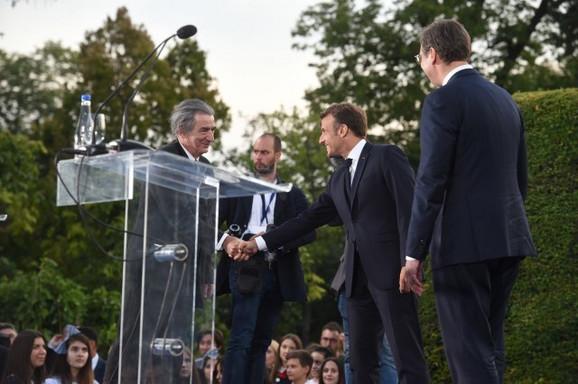 Miki Manojlović recituje Disove stihove o Francuskoj