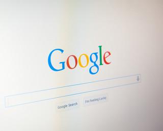 Spór o prawa autorskie: Czy Google powinien płacić wydawcom za treści?