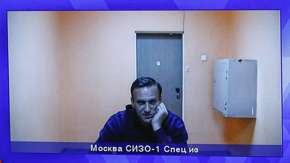 Aleksiej Nawalny przed sądem poprzez łącze z aresztu