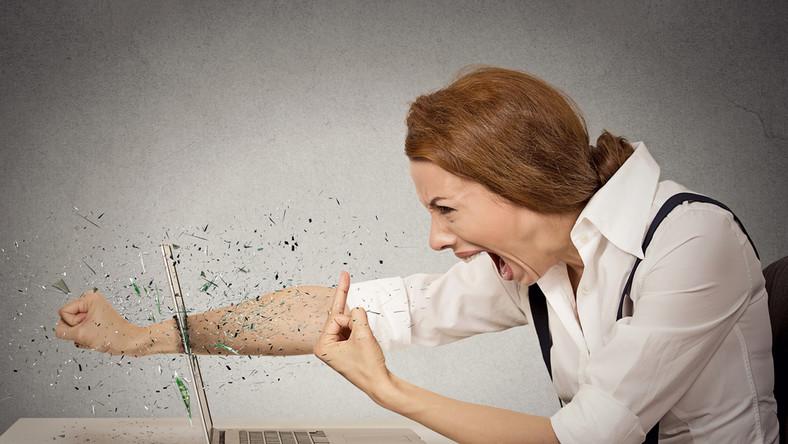 Dlaczego coraz częściej jesteśmy agresywni wobec innych użytkowników Sieci?