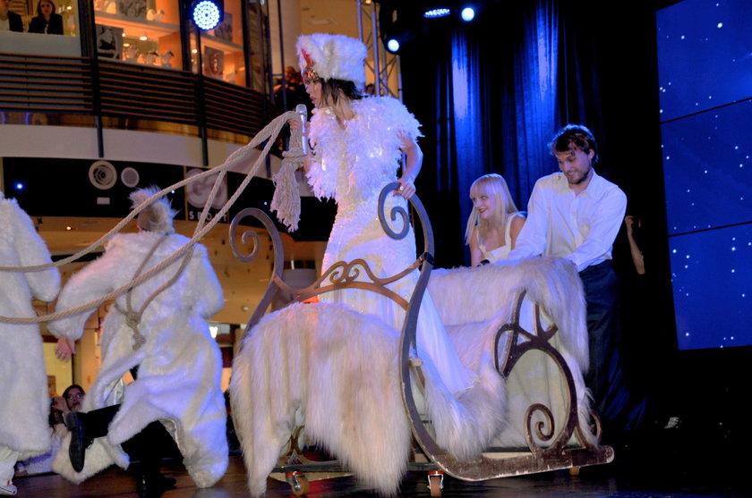 Natasza Urbańska w saniach w Teatrze Buffo