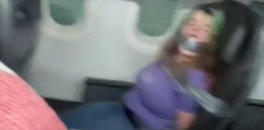 Sceny grozy w samolocie. W ruch poszły zęby i taśma klejąca