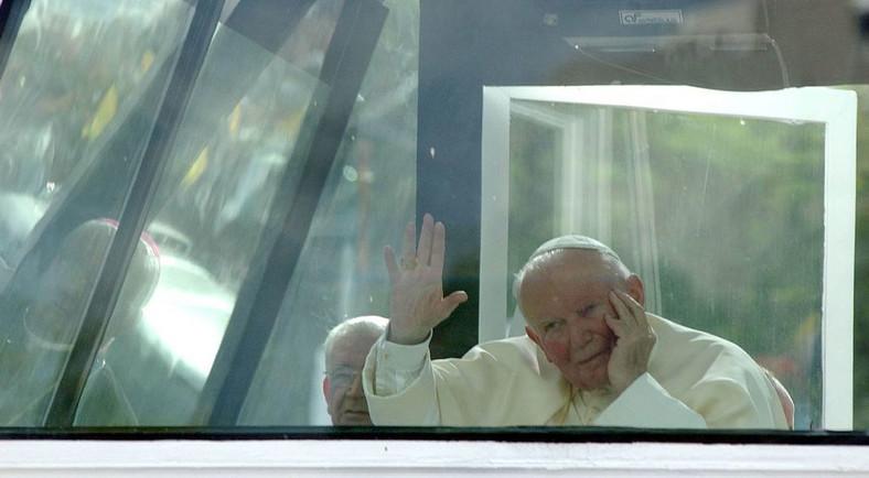 Papież Jan Paweł II w trakcie pielgrzymki do Gwatemali, 29.06.2002. fot. zuma/newspix.pl