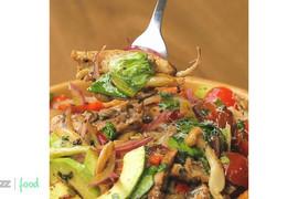 Pileća salata sa shimeji pečurkama i avokadom: Rapsodija ukusa na kvadrat!