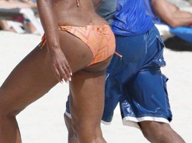 """Pokazala je ZADNJICU na plaži, a onda se """"dohvatila"""" sa mužem: A u 46. je TAKO PAKLENO SEKSI?"""