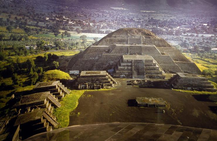 Teotivakan Mesečeva piramida