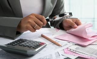 Walka z praniem pieniędzy: Działalność na rzecz spółek oraz trustów pod lupą ministra finansów