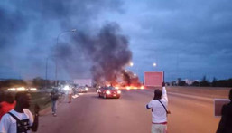 Protesters block the Abuja airport road (Omoyele Sowore)