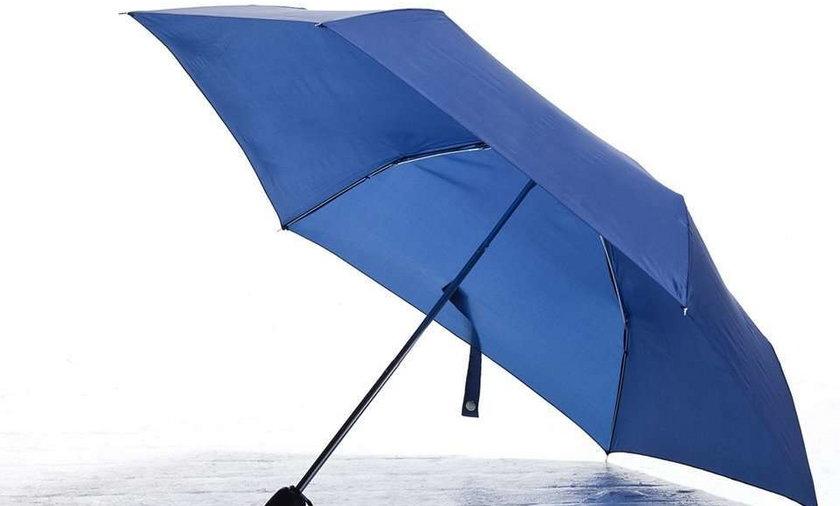 Skatował żonę parasolką i okradł