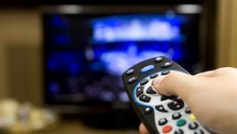 CBOS: telewizja wciąż najpopularniejszym źródłem informacji, mimo to spadek wiarygodności