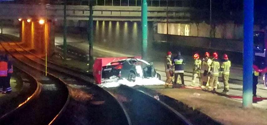 Koszmar w Poznaniu. Auto uderzyło w słup. Dwie osoby spłonęły!