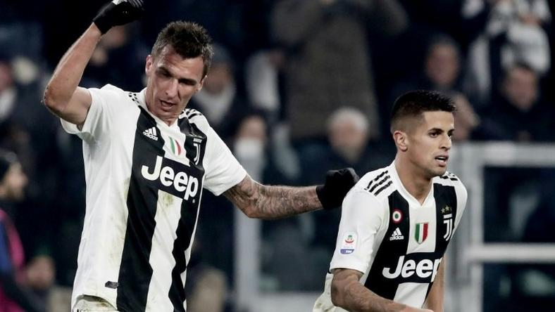 Juventus' Croatian forward Mario Mandzukic (L) scored his seventh league goal this season