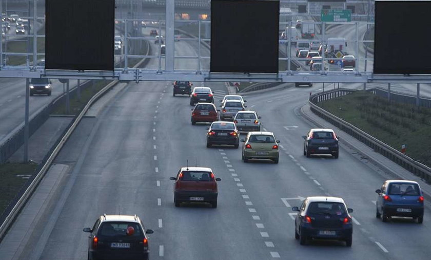 Zróbcie porządne drogowskazy na trasie S8