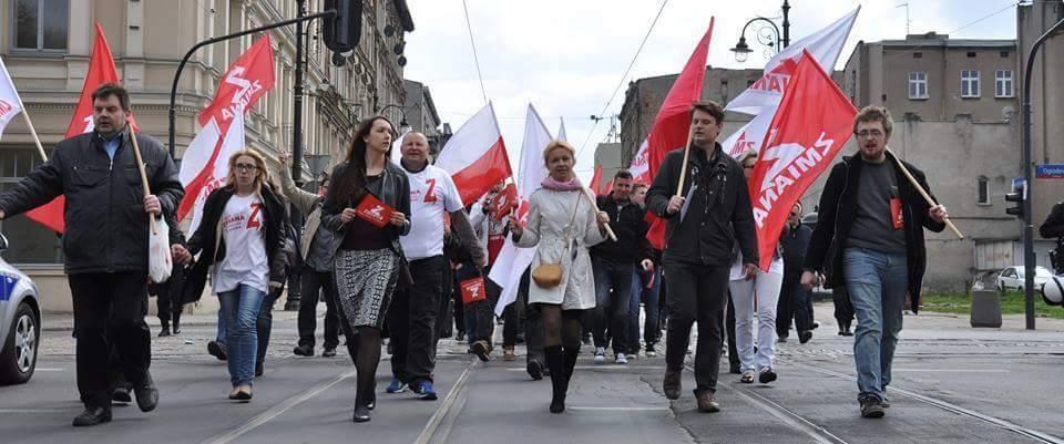 Partia Zmiana podczas pochodu pierwszomajowego