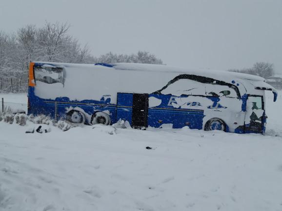 U nesreći kod Leskovca je poginulo troje putnika, a 32 je povređeno