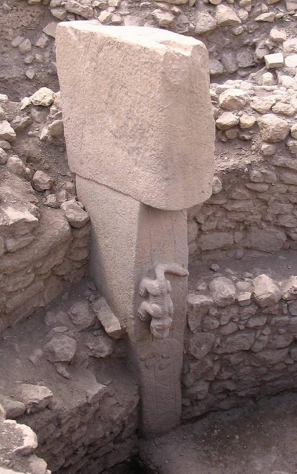 Jedan od monolita na nalazištu