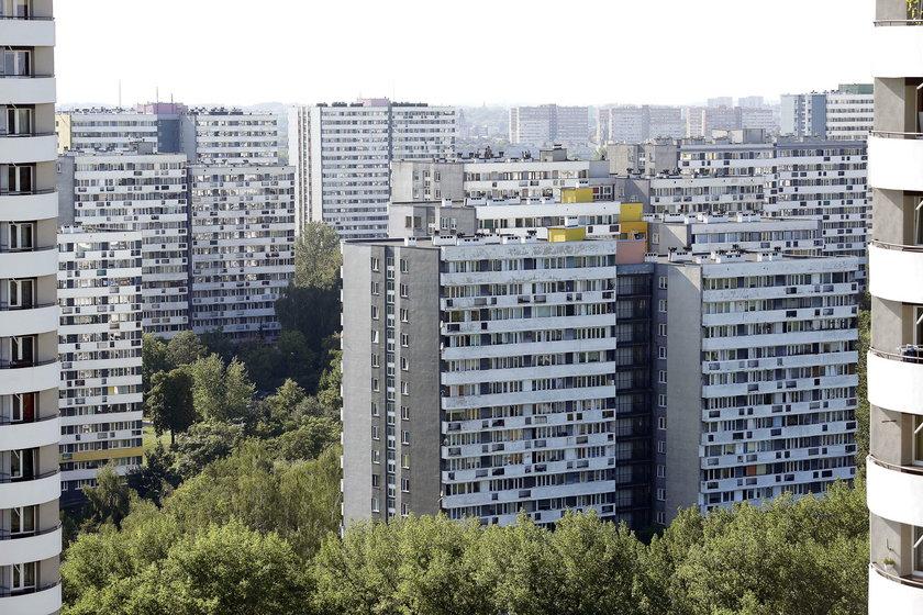 Katowice. Protest mieszkańców osiedla Tysiąclecia przeciwko budowie 9 wieżowców