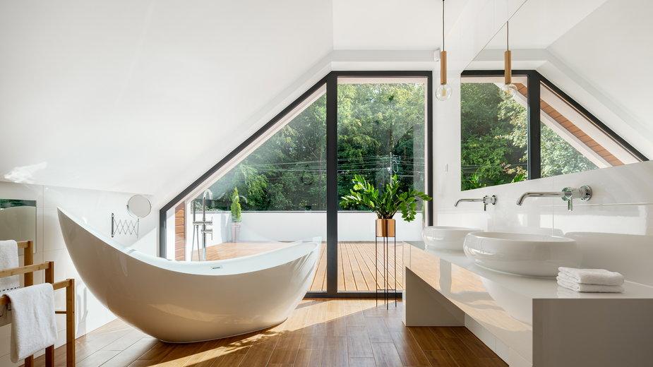 Ściany w łazience można wykończyć bez wykorzystania płytek ceramicznych - Dariusz Jarzabek/stock.adobe.com