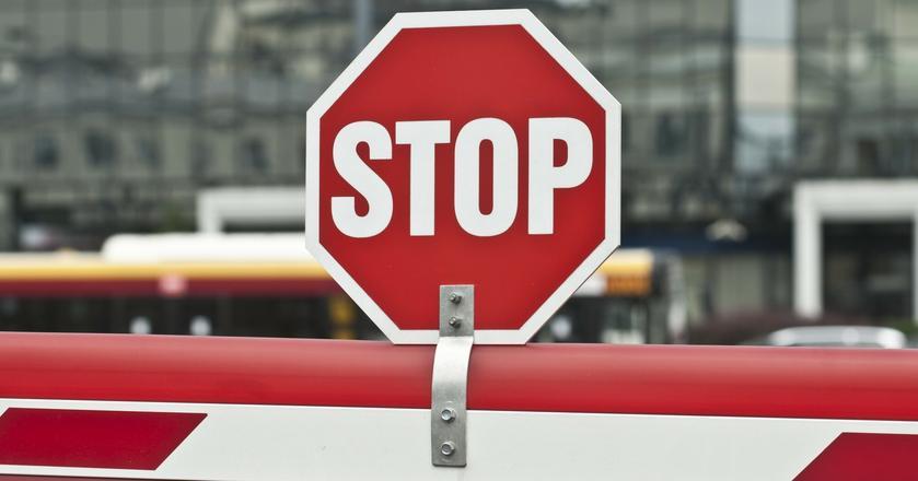 """Po latach wypłacania dywidend, spółki mówią akcjonariuszom """"stop"""" i zatrzymują zyski"""