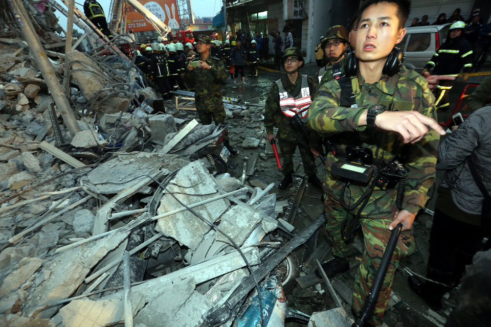 TAIWAN EARTHQUAKE (Magnitute 6.4 earthquake hits south Taiwan, about a dozen building collapsed)