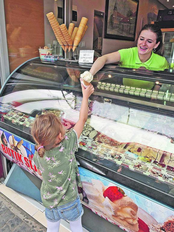 Zadovoljni su i prodavci i kupci sladoleda