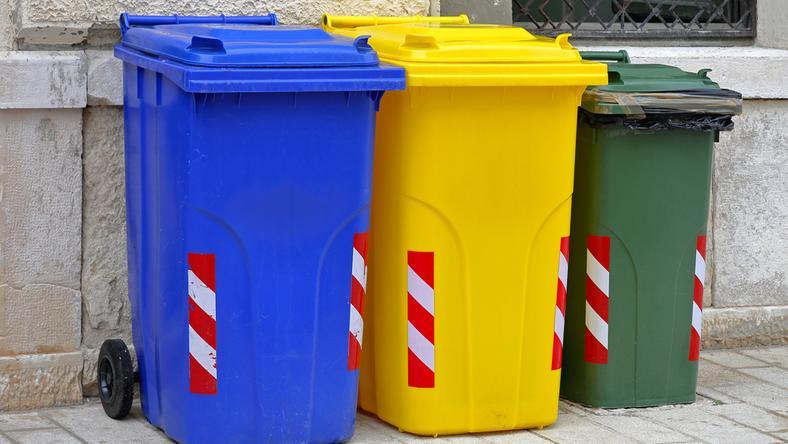 Zgodnie z zasadami segregacji do worków na odpady zmieszane nie powinny trafiać odpady segregowane