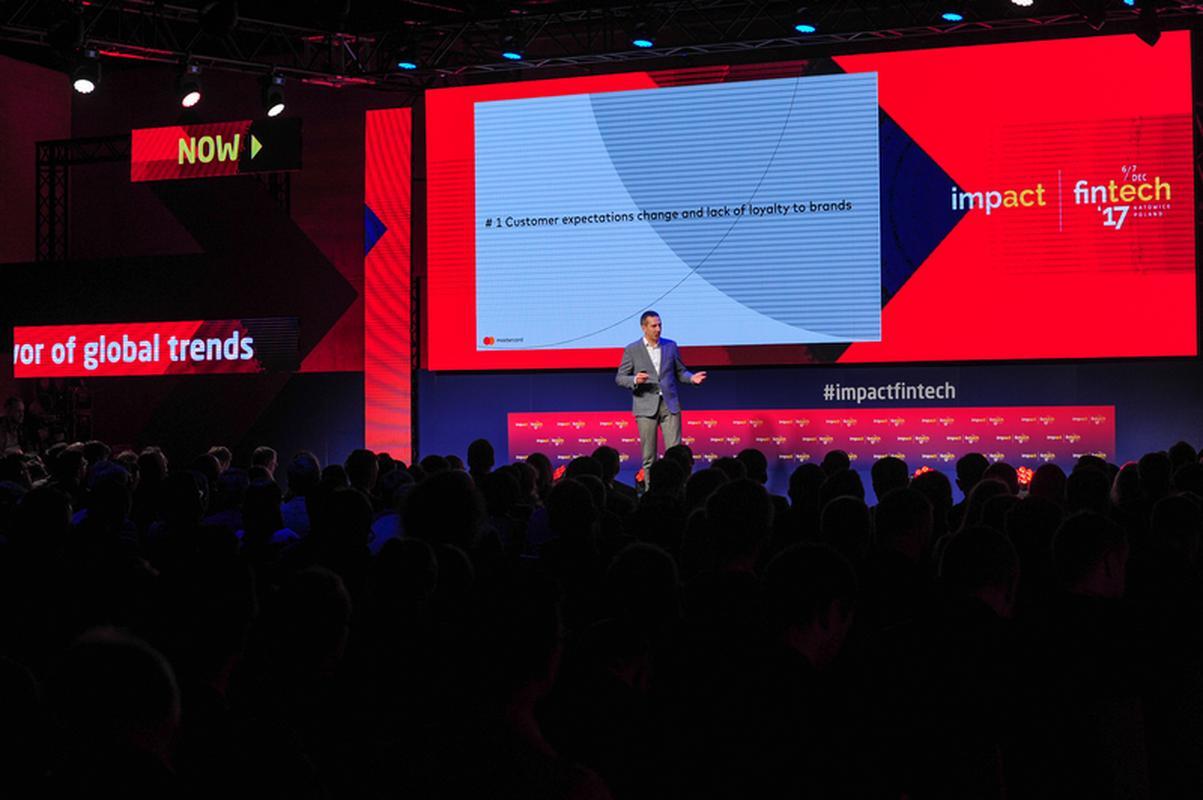 Bartosz Ciołkowski z Mastercard prezentuje rozwiązanie SoftPOS na konferencji Impact Fintech'17