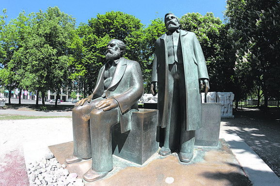 Spomenik Marsku i Engelsu u Berlinu
