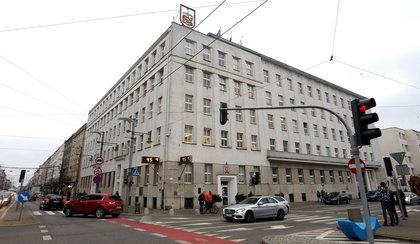 W Gdańsku, Gdyni i Sopocie miliony idą na premie i nagrody dla urzędników!