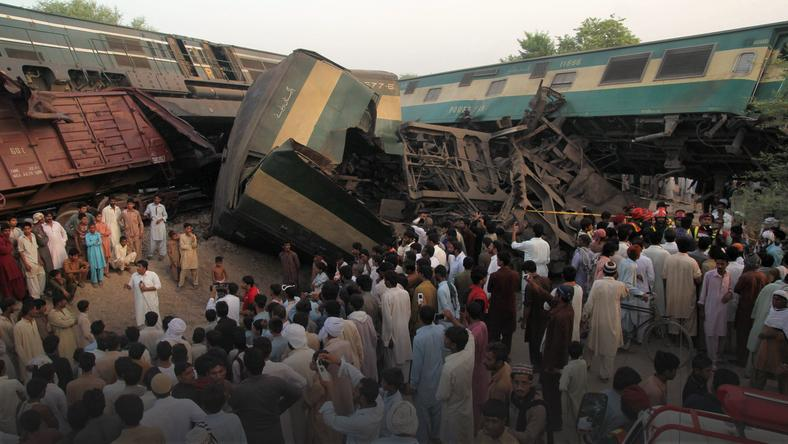 PAKISTAN-ACCIDENT-TRAIN-CRASH