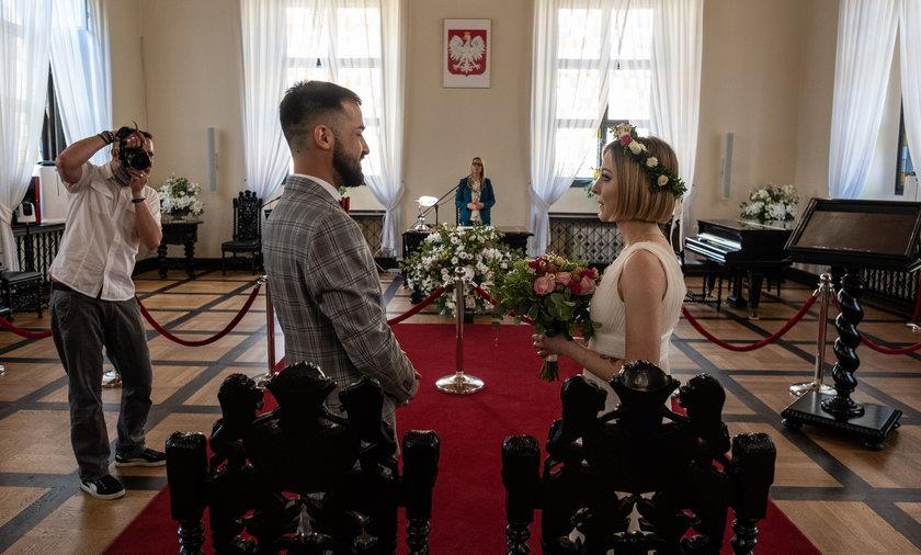 Oliwia i Aleksander skorzystali z możliwości transmisji ślubu dla bliskich i znajomych.