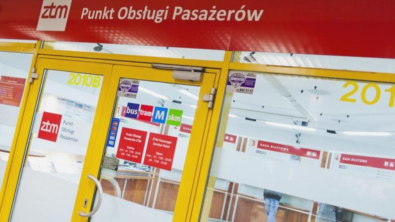 Defibrylatory mają być w każdym Punkcie Obsługi Pasażerów