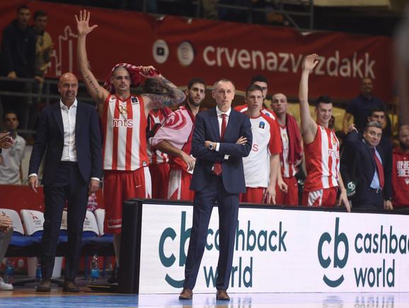 Milan Tomić i košarkaši Crvene zvezde