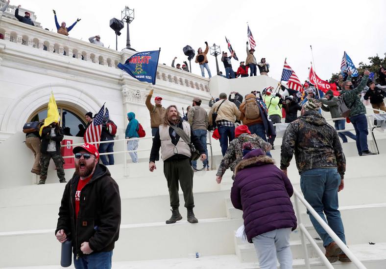 Rioters shame US democracy ( Business Insider)
