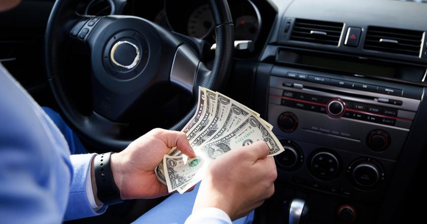 Jeśli dolar się umocni, na przykład po posiedzeniu Fed, wzrośnie koszt zakupu paliw w hurcie. A to może popsuć nastroje kierowcom przy dystrybutorach