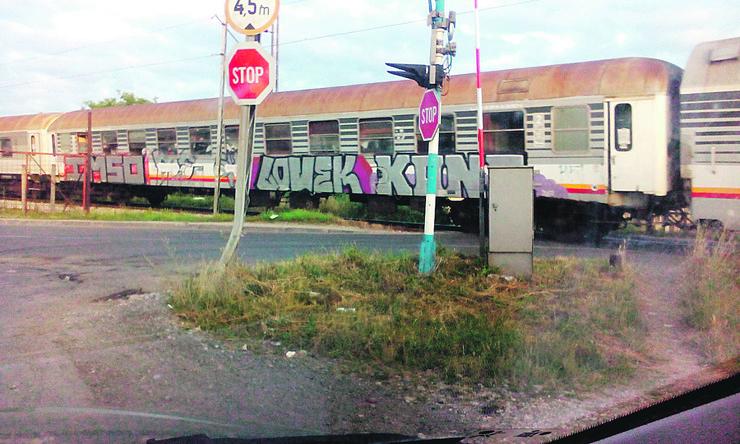 Putni prelaz Goric podignuta rampa dok voz prolazi