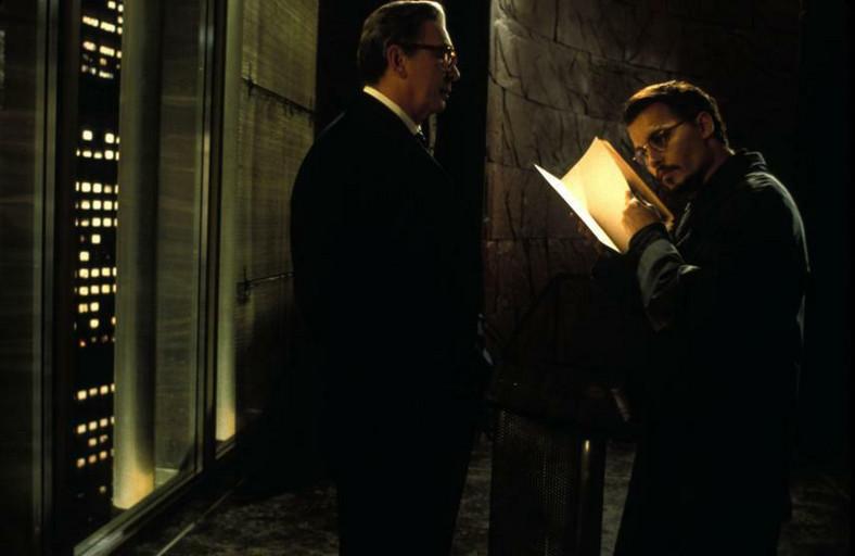 Tytuł: Dziewiąte wrota (The Ninth Gate) Produkcja: Hiszpania/Francja/USA, 1999 rok Reżyseria: Roman Polański