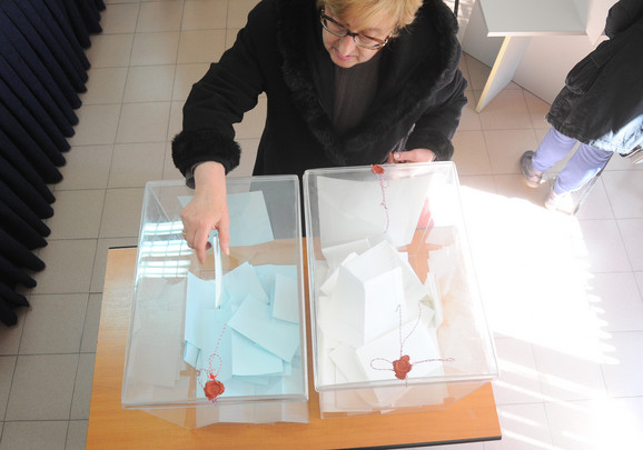 U parlament bi ušlo pet izbornih lista