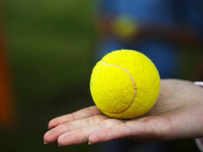 Ova loptica nije izletela sa teniskog terena! Ove bizarne predmete su lekari izvadili iz muških i ženskih genitalija u 2017.godini