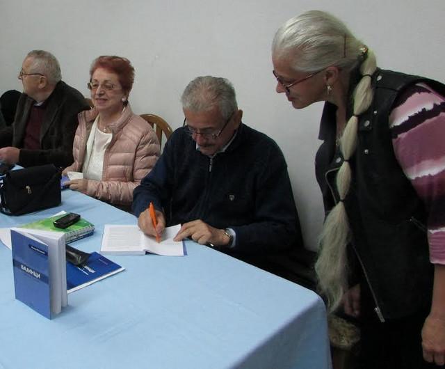 Potpisi autora na knjigu o zavičaju