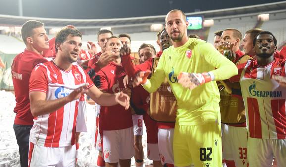 Fudbaleri Crvene zvezde slave nakon trijumfa nad Suduvom