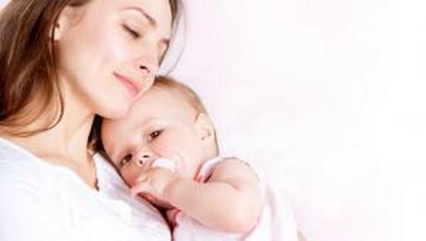 Zgodnie z aktualną wykładnią zawartą m.in. w uchwale Sądu Najwyższego z 11 lipca 2019 r. (III UZP 2/19) okres pobierania zasiłku macierzyńskiego przerwa dobrowolne ubezpieczenie chorobowe